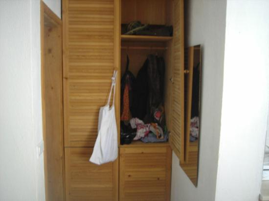 Old Datca Houses Mini Hotel: closets