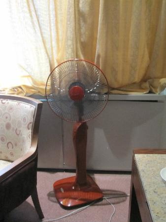 Chinggis Khaan Hotel: Their solution to non working AC. Great, moving hot air around.