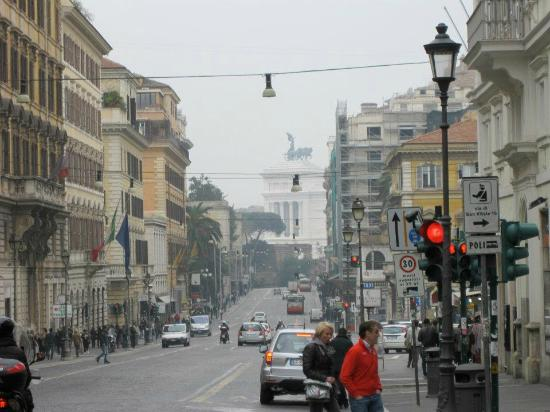 Domus Livia Suites: View from stepping out of the hotel on to the Via Nazionale
