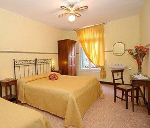Hotel e Residenza San Maurizio : camera con bagno in comune Hotel San Maurizio 1*