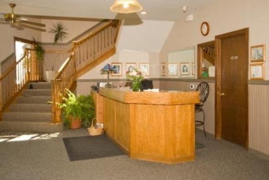 Timber Lodge Inn: Front Desk