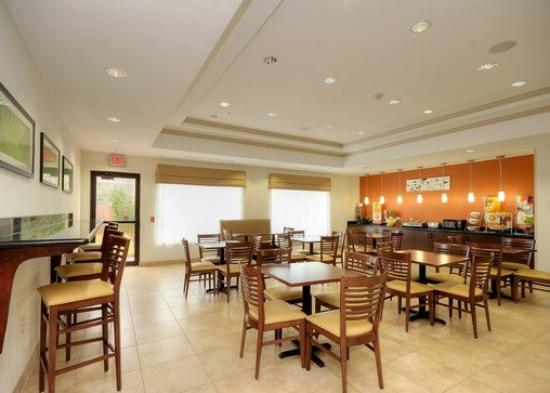 Sleep Inn & Suites I-45 / Airtex: Breakfast Area