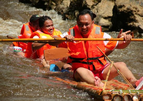 Kuching, Malásia: They had fun rafting with us.