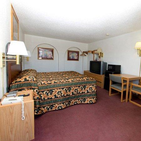 North Country Inn and Suites: NDNorth Country Inn Mandan Bed