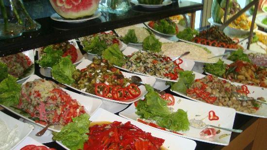 Grand Ring : В разнообразии салатов местные повара просто асы
