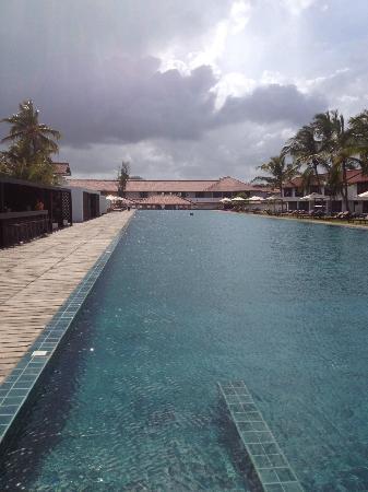 Jetwing Lagoon: 100m