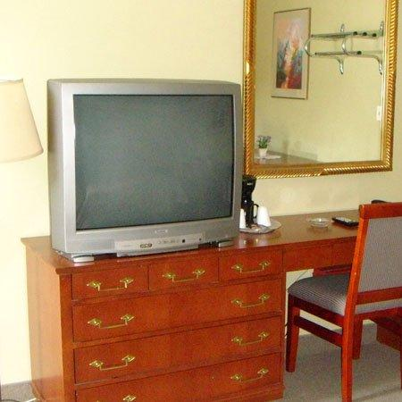 Fauld's Motel Sarnia: Guest Room -OpenTravel Alliance - Guest Room-