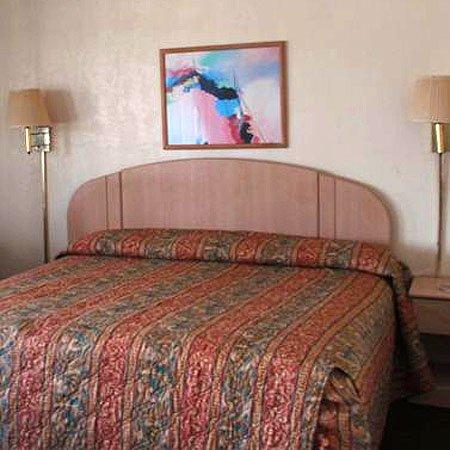 Travelers Budget Inn: Guest Room -OpenTravel Alliance - Guest Room-