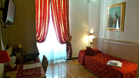 Hotel Malu': My single room 16