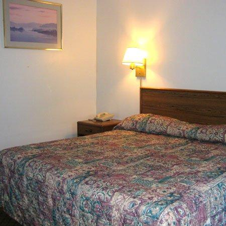 Windsor Motel Groton : Guest Room -OpenTravel Alliance - Guest Room-