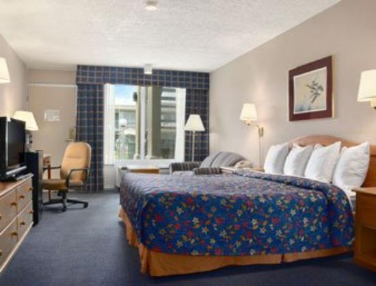Days Inn Seguin TX: Standard One King Bedroom