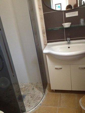 Hotel De La Plage : sanitaires sobre très propres