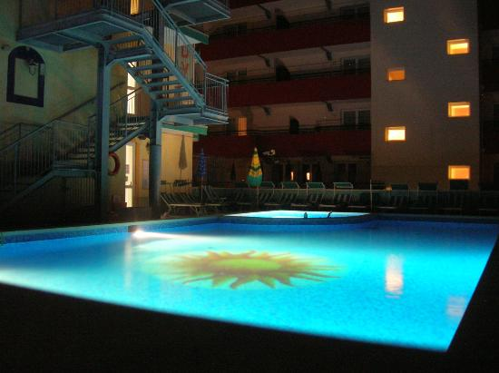 Hotel Kennedy : piscina di notte