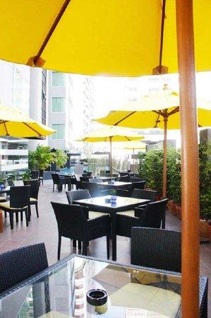 Golden Tulip Mandison Suites: OPIO Restaurant