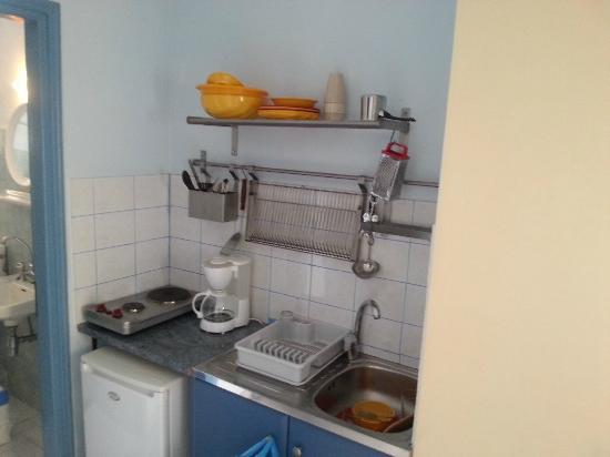 Kalypso Studios & Apartments: Kitchen