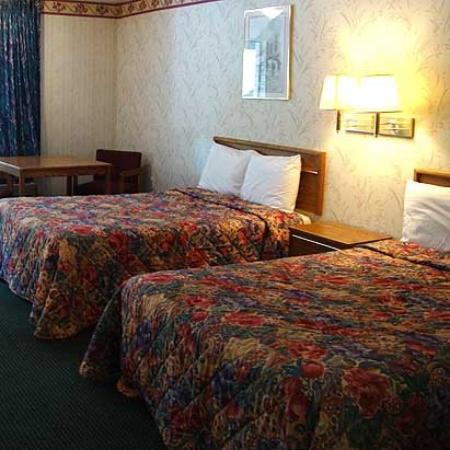 Relax Inn Charlotte: Guest Room (OpenTravel Alliance - Guest room)