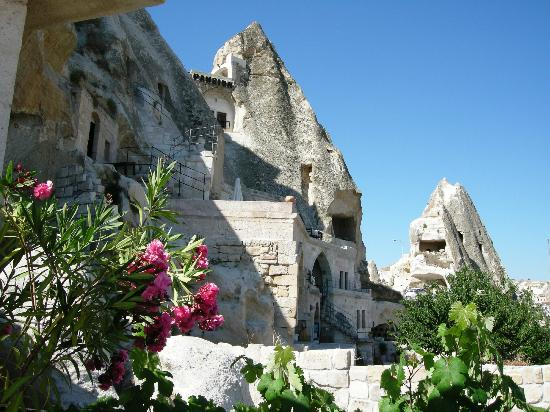 Sarıhan Cave Hotel: A view of the front section