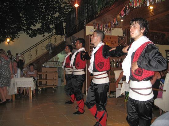 Saray Restaurant : Folk dance