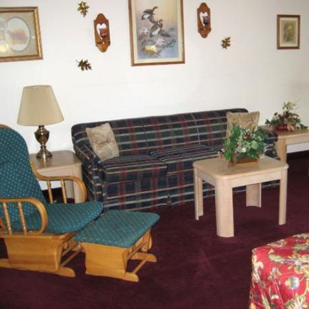Laketree Inn & Suites: Guest Room (OpenTravel Alliance - Guest room)