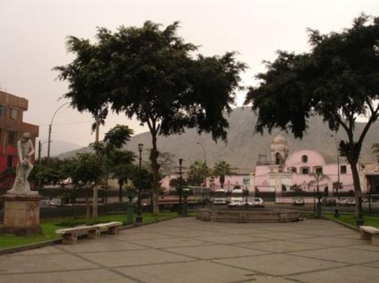 Museo de los Descalzos: Convento de los Descalzos visto desde la Alameda del mismo nombre. Rimac. Lima. Perú.
