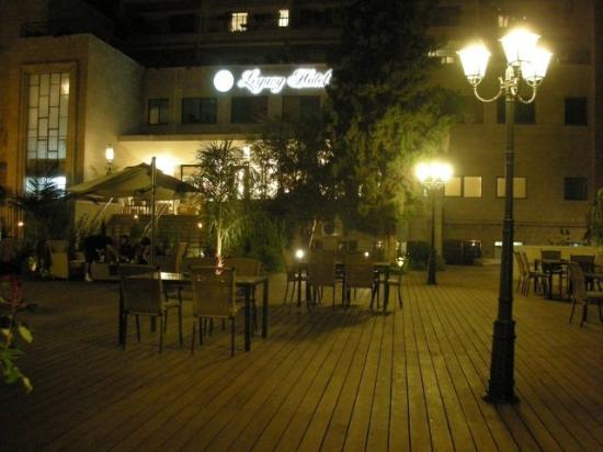 Legacy Hotel: GARDEN