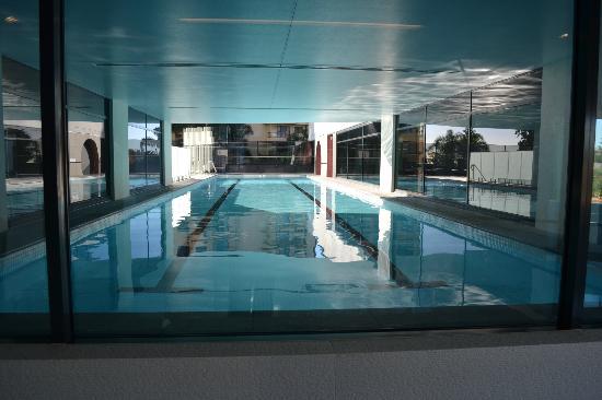 Peppers Broadbeach: Half indoor / half outdoor pool