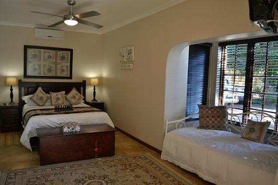 Gateway Country Lodge: Luxury Room with extra bed
