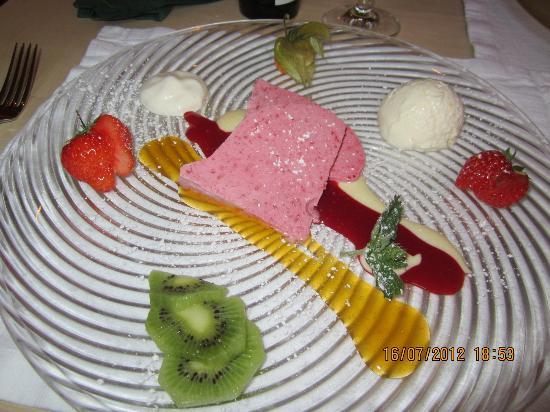 Wirtshaus zum Rehkitz: Un parfait à la framboise et ses fruits frais