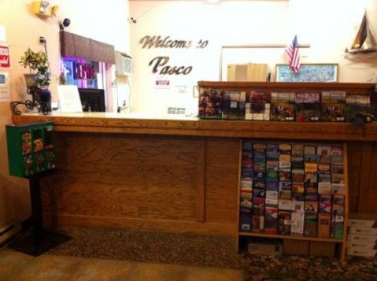 Loyalty Inn: Lobby