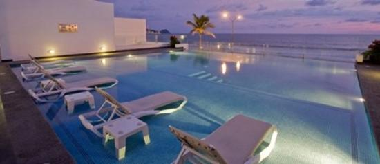 Coral Island Hotel and Spa: Pool