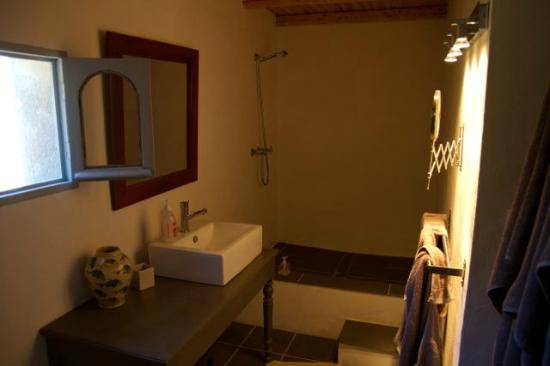 Douche l 39 italienne tr s spacieuse picture of villa rach gia bonifacio tripadvisor for Photo douche italienne