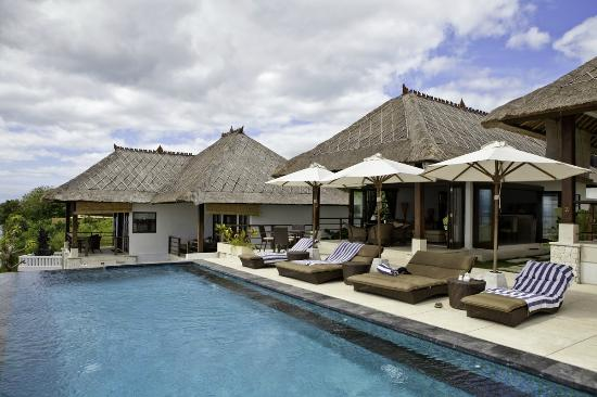 The Point Resort Lembongan: Pool area