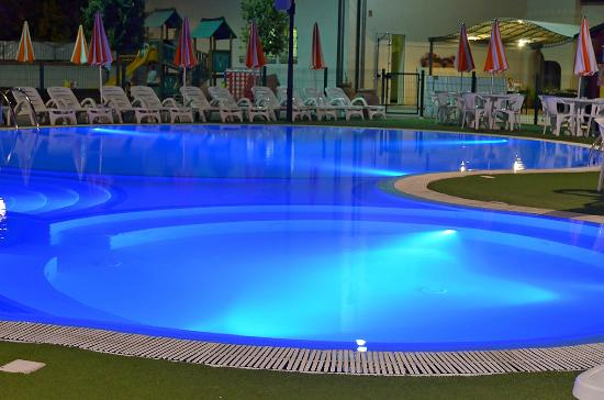 Michelangelo Resort: Pool at night