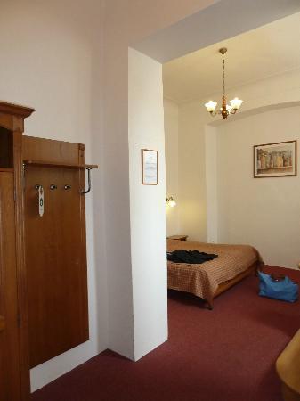 Hotel King George : entrée de la chambre