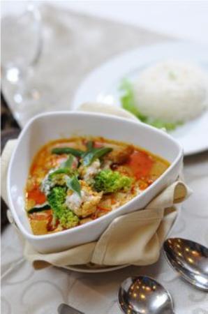 Apsara Holiday Hotel: Food