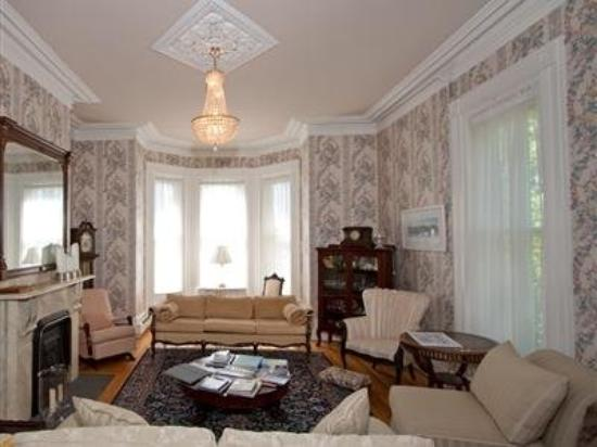 Ashlea House: Other Hotel Services/Amenities