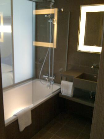 Novotel Lyon Confluence : Salle de bain