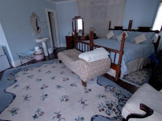 Carrier Houses Bed and Breakfast: Other Hotel Services/Amenities