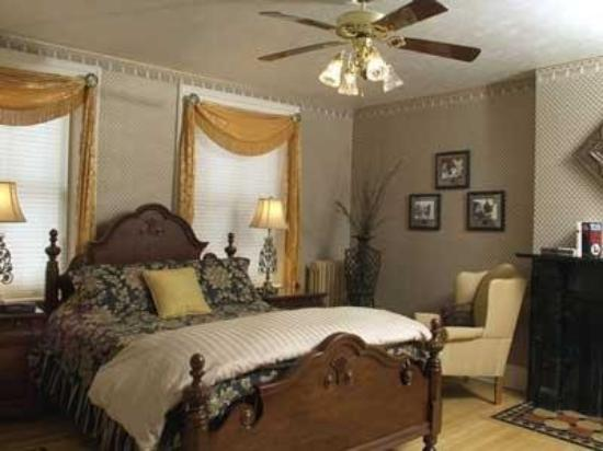 Grape Arbor Bed and Breakfast : Guest Room (OpenTravel Alliance - Guest room)