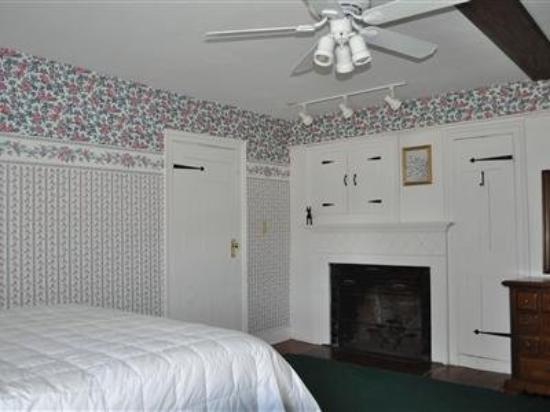 Captain Josiah Cowles Place: Guest room