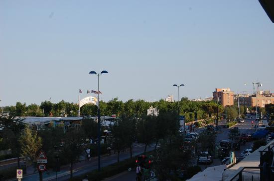 Hotel Ideal : viale centrale visto da una stanza fronte mare