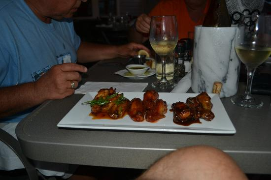 Narragansett Inn : Appetizer: three types of wings