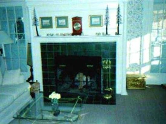 House On Main Street: Interior