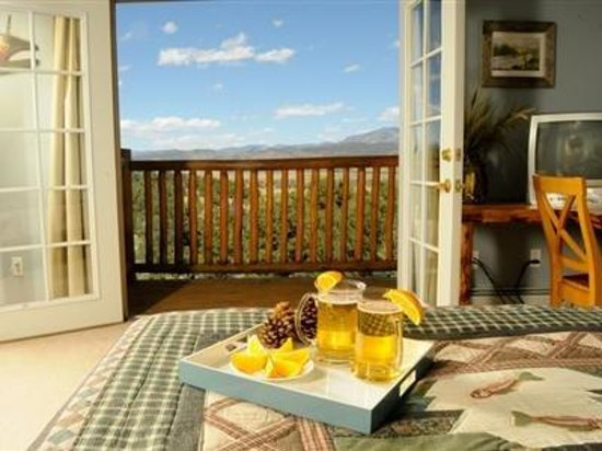 Mountain Goat Lodge: Balcony views