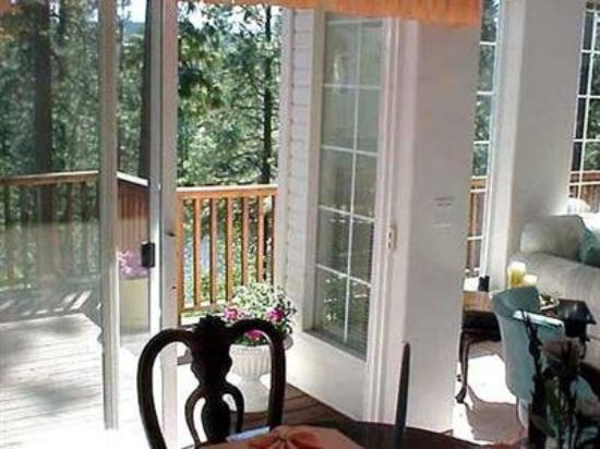 River Cove Elegant Waterfront B&B: Other Hotel Services/Amenities