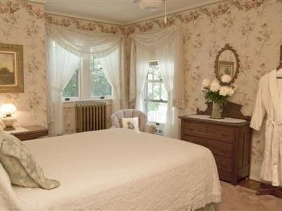 Red Forest Bed and Breakfast: Guest Room