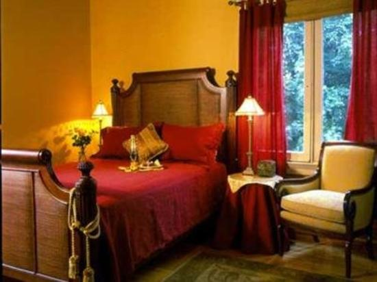 Inn at the Villa: Other Hotel Services/Amenities