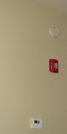 Country Inn & Suites by Radisson, Macon North, GA: Smoke detector, fire alarm, A/C control in my room