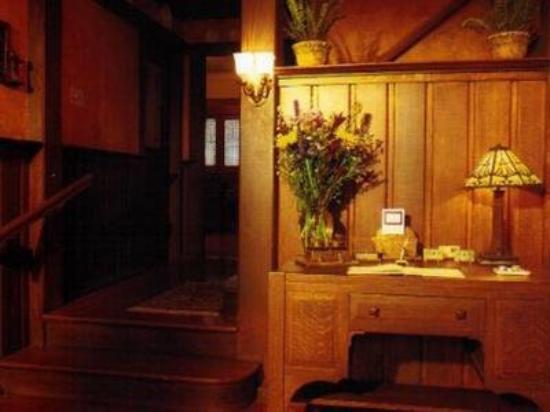 Stone Soup Inn: Front Lobby