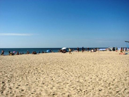 """Zatoka, Ukraina: Пляж в Затоке в районе гостиничного комплекса """"Эдем"""""""